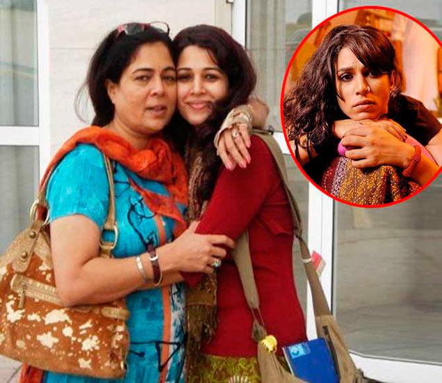 आई रिमा लागूसोबत मृण्मयी लागू - Divya Marathi