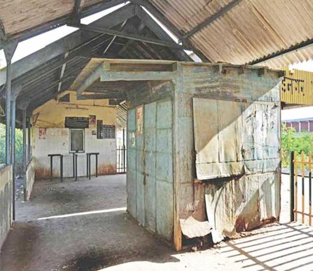 वडनगर रेल्वे स्टेशन... नरेंद्र मोदी बालपणी चहा विकायचे - Divya Marathi