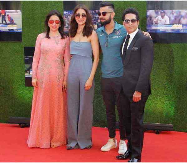 सचिनच्या बायोपिक फिल्म \'सचिनः अ बिलियन ड्रीम्स\' च्या स्पेशल स्क्रीनिंगला विराट कोहली गर्लफ्रेंड अनुष्का शर्मासह पोहचला. - Divya Marathi