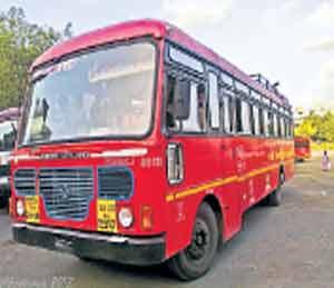 सर्वच एसटी बसवर \'जय महाराष्ट्र\' लिहिणार असल्याची घोषणा परिवहन मंत्री रावतेंनी केली आहे. - Divya Marathi