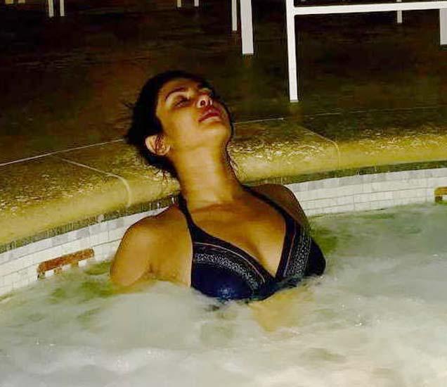 प्रियांका चोप्राने नुकताच हा फोटो शेयर केला आहे. - Divya Marathi