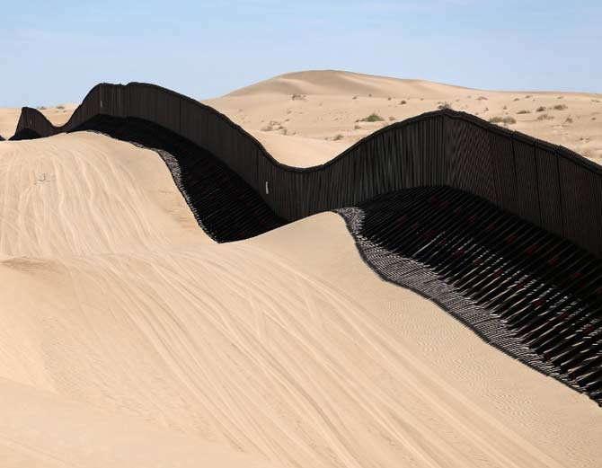 राजस्थानमध्ये पाकिस्तानला लागुन असलेली सीमा 1996 मध्ये सील करण्यात आली होती. (संग्रहित फोटो) - Divya Marathi