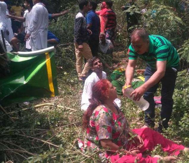 खूनी नाला वळणावर हा अपघात घडला आहे. - Divya Marathi