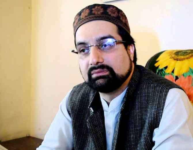 काश्मीरी फुटरवादी नेता मीरवाईज यांनी ट्विट करुन पाक टीमला शुभेच्छा दिल्या. - Divya Marathi