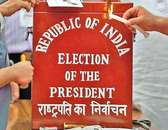 राष्ट्रपतीपदासाठी अर्ज दाखल करण्याची प्रक्रिया सुरु झाली आहे. 28 जूनपर्यंत अर्ज दाखल करता येणार आहेत. (संग्रहित फोटो) - Divya Marathi