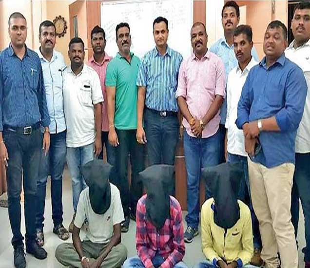घरफोडीच्या गुन्ह्यात पकडलेल्या आरोपींसह स्थानिक गुन्हे शाखेचे अधिकारी पोलिस पथक. - Divya Marathi