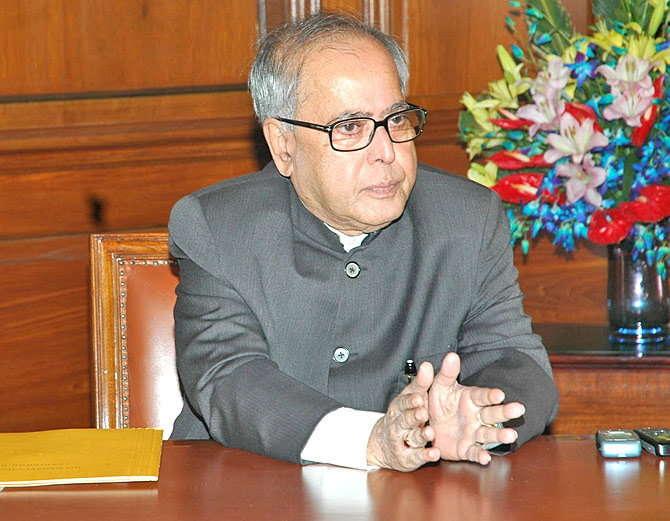 राष्ट्रपती प्रणव मुखर्जी यांची मुदत 24 जुलै रोजी संपत आहे. त्यापुर्वी त्यांनी 30 दया याचिका फेटाळून लावल्या आहेत. - Divya Marathi