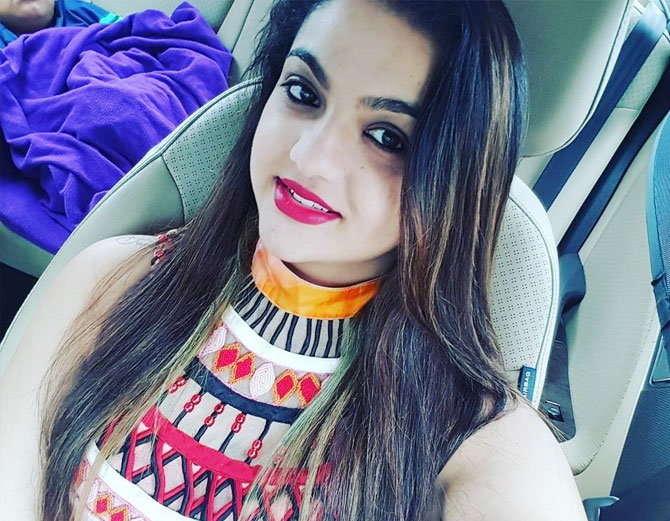 शिरीन ही फॅशन डिझायनर आहे. - Divya Marathi