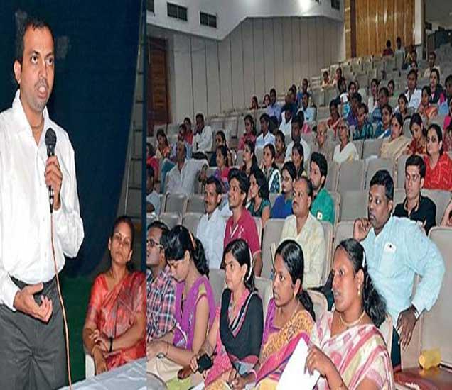 इस्कॉनच्यावतीने रविवारी यशवंतराव चव्हाण नाट्यगृहात आयोजित गर्भविज्ञान कार्यशाळेत सहभागी दांपत्य. - Divya Marathi