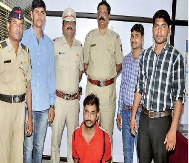 कल्ल्या ऊर्फ कलीम खान याने पोलिस कोठडीत दहा घरफोड्या करून १८ तोळे सोने चोरल्याची कबुली दिली. - Divya Marathi