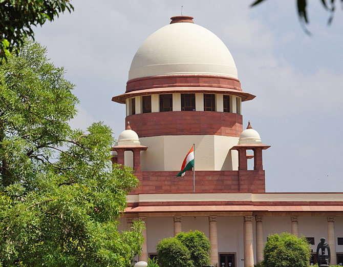 सुप्रीम कोर्टाने आपल्या निर्णयात म्हटले आहे की, मुली अन्चिछेने का असेना पण आपल्या आई-वडिलांचा निर्णय मान्य करतात. - Divya Marathi