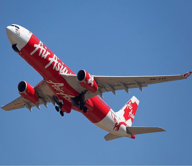 एअर एशियाची फ्लाइट रांचीहून दिल्लीला जात होती. अपघात सकाळी 9.40 वाजता झाला. - Divya Marathi