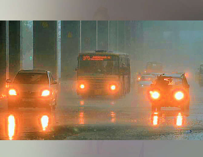 मुंबईसह कोकणात आणि पश्चिम महाराष्ट्राच्या अनेक भागात पावसाने हजेरी लावली आहे. - Divya Marathi