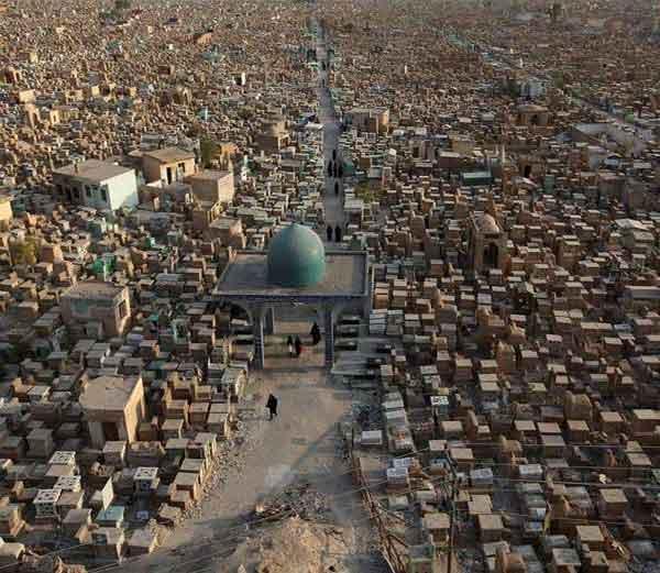 इराकमधील \'वादी-अल-सलाम\' दफनभूमी.... - Divya Marathi