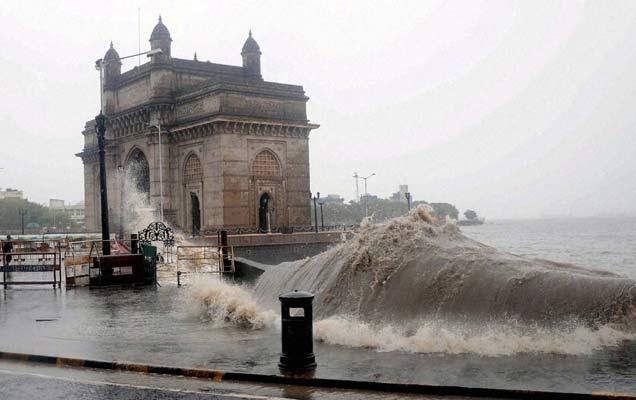 जागतिक तापमान वाढ, हवमान बदलामुळे समुद्राच्या पाण्याची पातळी दिवसेंदिवस वाढत आहे. (फाईल) - Divya Marathi
