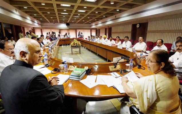 लोकसभा अध्यक्ष सुमित्रा महाजन यांच्या नेतृत्वात सर्वपक्षीय बैठक घेण्यात आली. (फाईल) - Divya Marathi