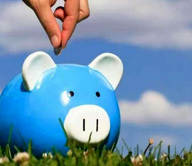 अकाउंटमध्ये एक रुपया असला तरीही ही बँक 7 टक्के व्याज देते. - Divya Marathi