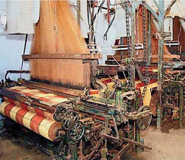 यंत्रमाग कारखान्यांत अशी शांतता आहे. - Divya Marathi