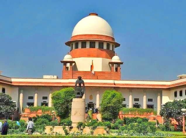 'आधार लिंक'प्रकरणी मंगळवारी पाच सदस्यीय पीठाने सुनावणी केली आणि नंतर त्यांनी हे प्रकरण नऊ सदस्यीय घटनापीठाकडे वर्ग करून टाकले. - Divya Marathi