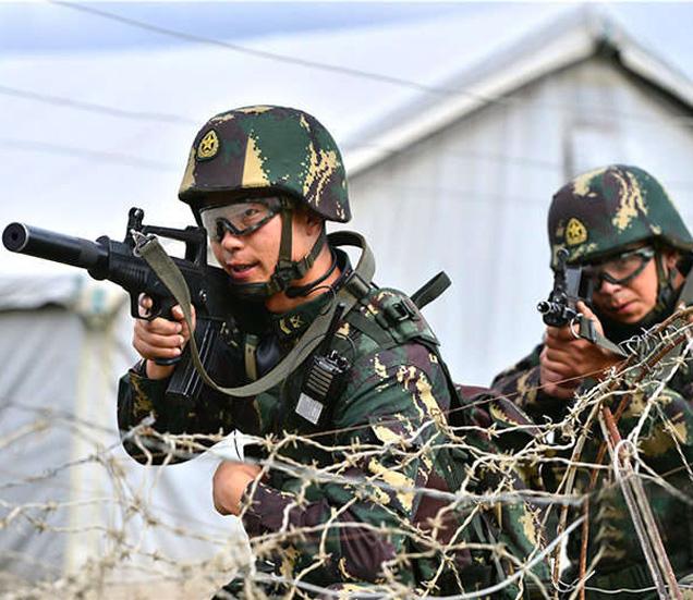 युद्ध सरावानंतर आता चीनने सैनिकांचा ताफा तिबेटमध्ये तैनात केला आहे. (फाईल) - Divya Marathi