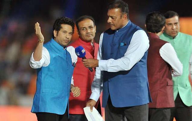 सचिन तेंडुलकर सध्या सीएसी (क्रिकेट अॅडवायझरी कमिटी) च्या तीन सदस्यांपैकी एक आहे. याच कमिटीने रवी शास्त्री यांना हेड कोच म्हणून निवड केली. - Divya Marathi