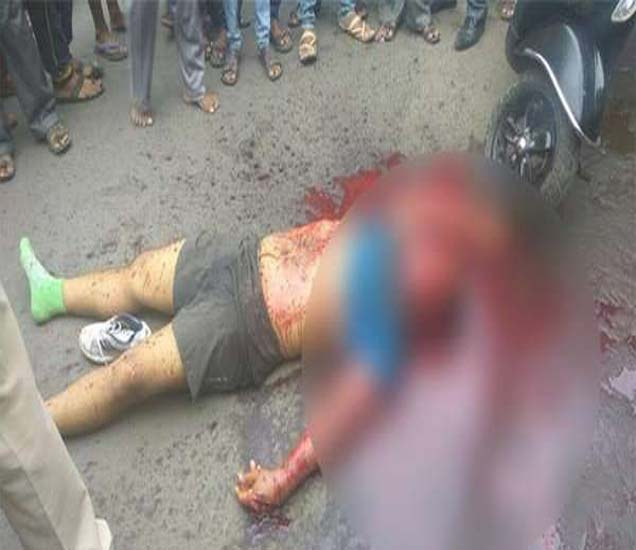 गोपाळ टीसमोर रक्ताच्या थारोळ्यात गुड्ड्याचा मृतदेह पडलेला होता. - Divya Marathi
