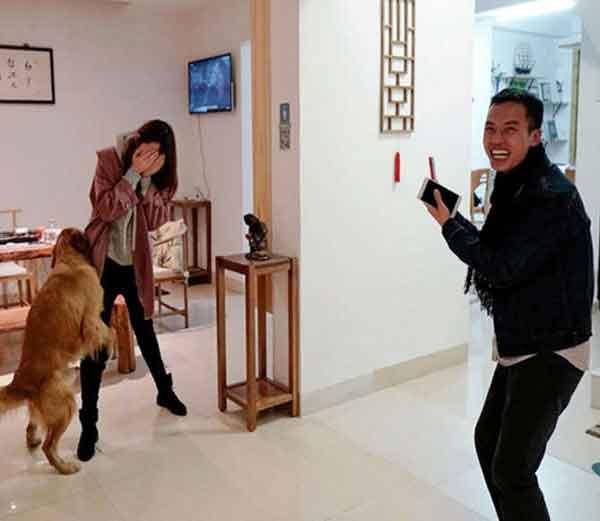 चीनमध्ये आजच्या घडीला किमान 18 कोटी तरुण-तरुणी सिंगल आहेत. यातील बहुतेक उच्चशिक्षित, वर्किंग व सिंगल राहणारे आहेत. - Divya Marathi