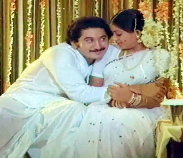 एका चित्रपटाच्या सीनमध्ये अॅक्ट्रेस विजय शांतीबरोबर सुमन तलवार. - Divya Marathi