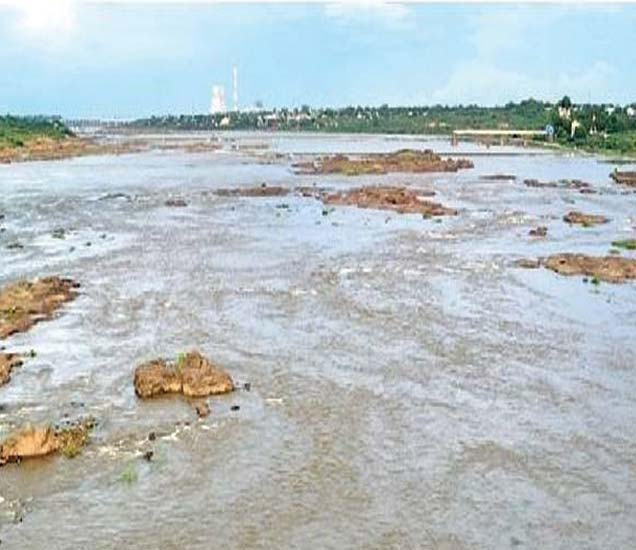 हतनूर धरणातील विसर्गामुळे तापीपात्र दुथडी भरून वाहत आहे. - Divya Marathi