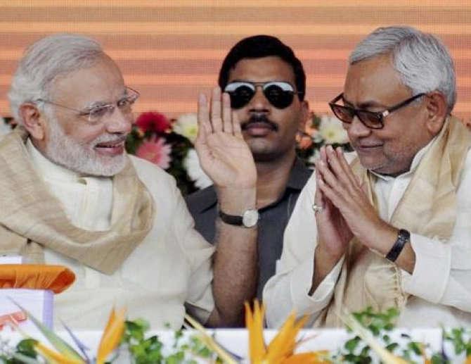 राष्ट्रपती प्रणव मुखर्जींच्या सन्मानात पंतप्रधानांनी डिनरचे आयोजन केले आहे. - Divya Marathi
