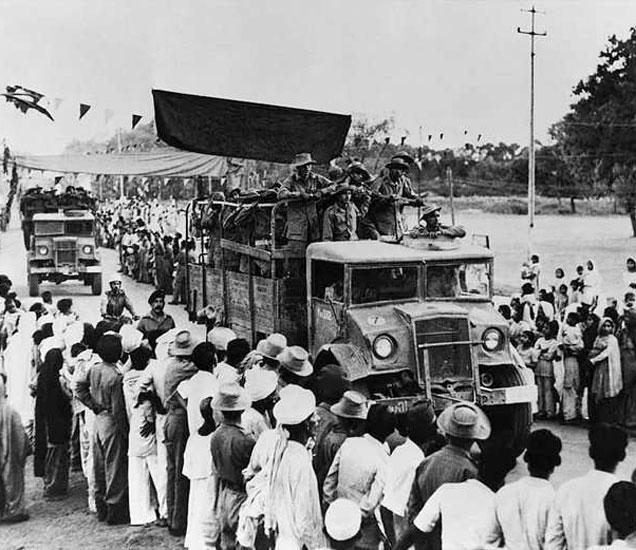नेहरूंसह काँग्रेसच्या जवळपास सर्वच नेत्यांना अटक झाली होती. - Divya Marathi