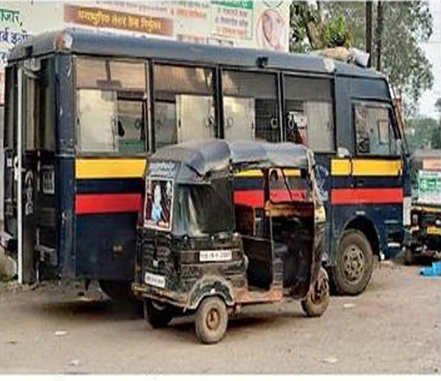 जामनेर रोड भागात तैनात आरसीपी प्लाटूनची व्हॅन. - Divya Marathi