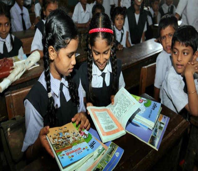 विद्यार्थ्यांचे नुकसान होऊ नये यासाठी रविवारी शाळा सुरु राहणार आहेत. - Divya Marathi