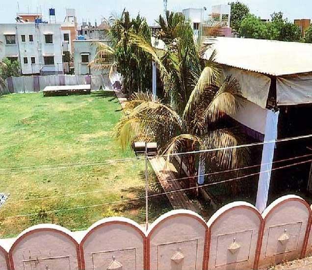 सीताबन मंगल कार्यालयाला परवानगी नसतानाही महापािलका कारवाई करत नाही. - Divya Marathi