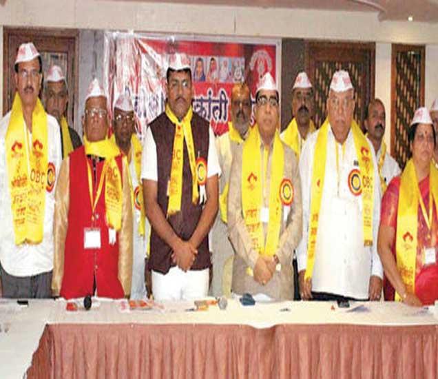 ओबीसी जनक्रांती परिषदेची उत्तर महाराष्ट्र विभागीय बैठकीस उपस्थित अाेबीसी नेते अनिल महाजन, माळी समाज महासंघाचे प्रदेशाध्यक्ष विजयराव बोरावके, विनायक यादव, मनोरमा पाटील, भगवान खैरनार यांच्या सह उपस्थित मान्यवर. - Divya Marathi