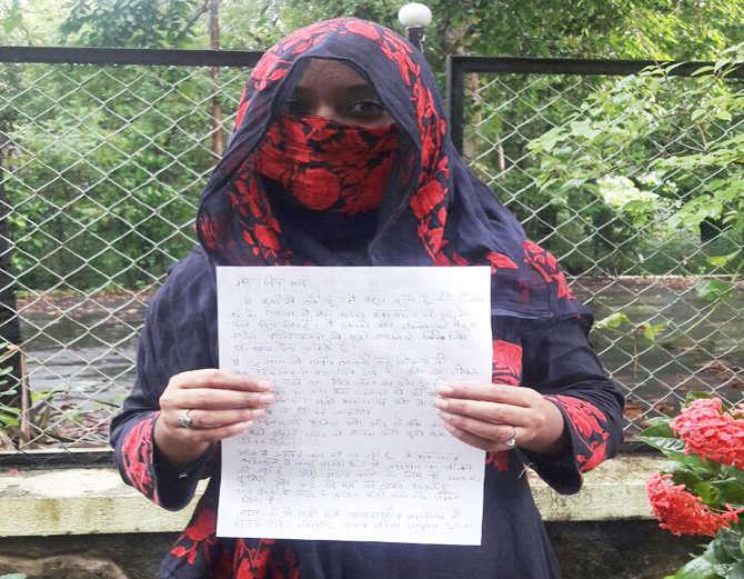 एक पत्र आणि राखी लक्ष्मीने पंतप्रधानांना पाठवली. - Divya Marathi