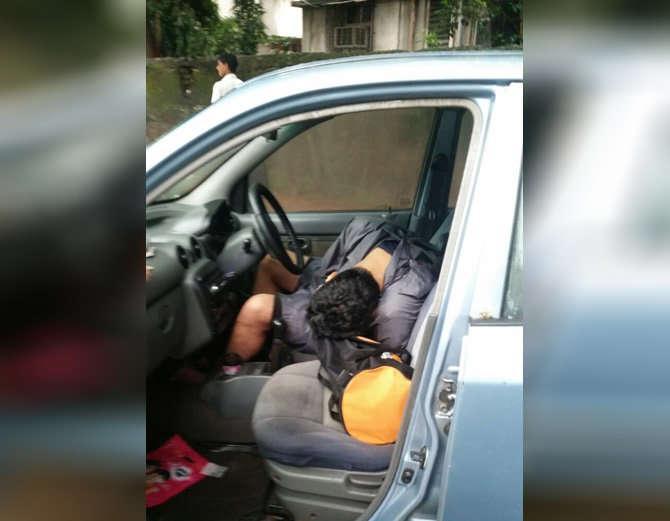 एका कारमध्ये वकिलाचा गुदमरुन मृत्यू झाला. - Divya Marathi