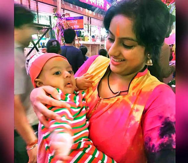 मुलगा सोहमसह दीपिका. - Divya Marathi