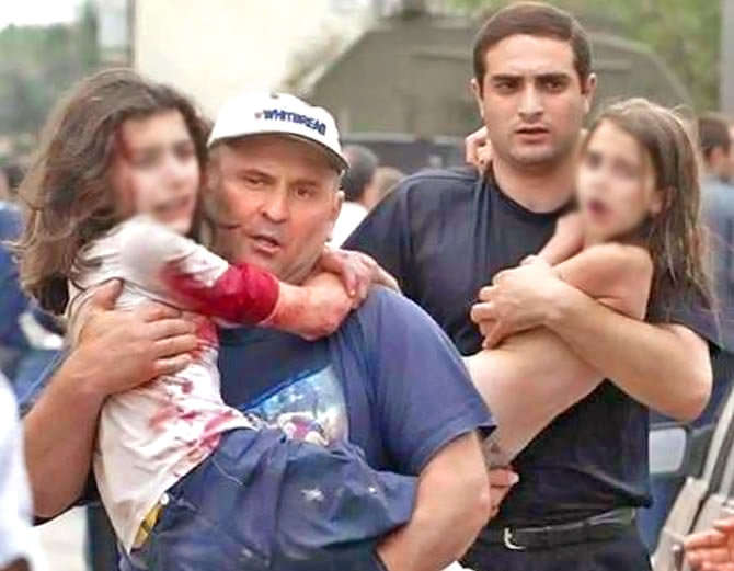 3 सप्टेंबर 2004 रोजी झालेल्या रशियातील बेसलान स्कूल हत्याकांडातील फाईल फोटो.... - Divya Marathi