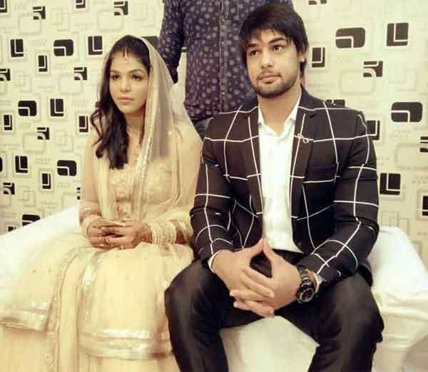 5 महिन्यापूर्वी साक्षीने कॉमनवेल्थ गेम्स-2014 मधील मेडल विनर आपला सहकारी पैलवान सत्यव्रत कादियानसोबत लग्न केले होते. - Divya Marathi