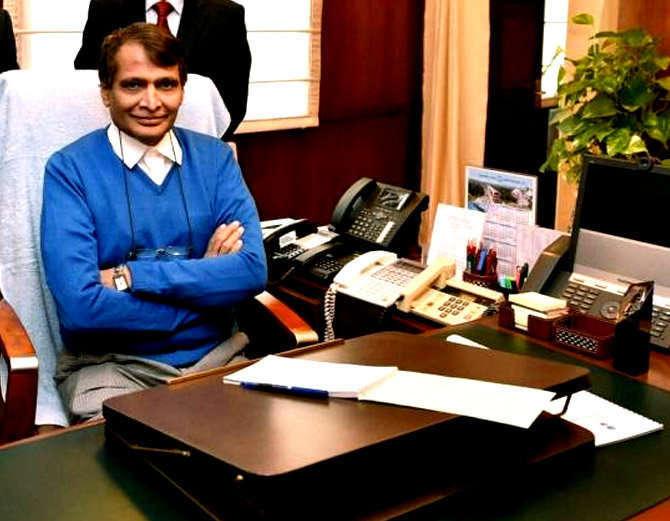 सुरेश प्रभू हे राजापूर मतदारसंघातून 4 वेळा खासदार झाले आहेत. - Divya Marathi