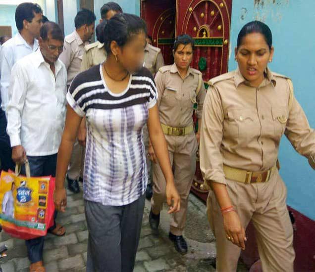 पोलिस खाते प्रकरण दडपण्याचा प्रयत्न करत असल्याचा आरोप होत आहे. - Divya Marathi