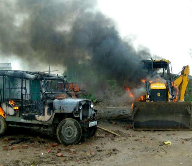 बिहार सरकारने जमीन हाऊसिंग बोर्डला दिली, मात्र शेतकऱ्यांनी कागदपत्रांशिवाय जमीनीची विक्री केली. - Divya Marathi