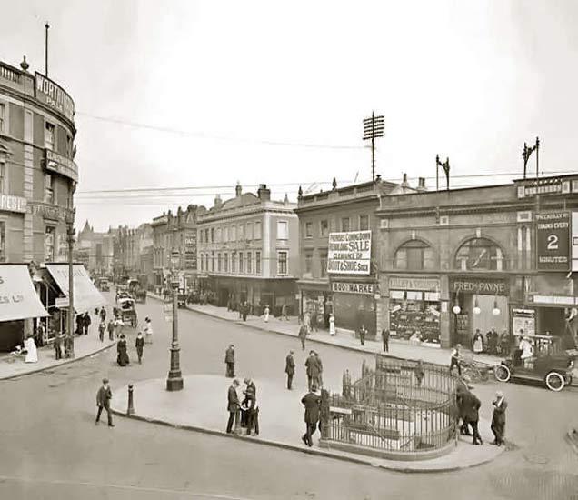 हा सुंदर फोटो शॉपिंग सेंटर परिसरातील हॅमरस्मिथ ब्रॉडवेचा आहे. हा फोटो 1910 मध्ये क्लिक करण्यात आला आहे. - Divya Marathi