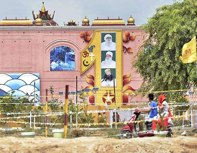 हायकोर्टाने सिरसा येथील डेऱ्याच्या चौकशीला परवानगी दिली. (फाइल) - Divya Marathi