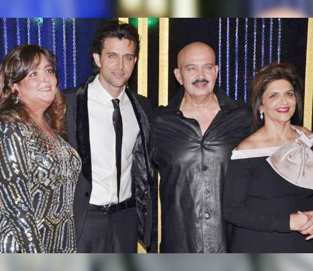 (डावीकडून गायक मोहम्मद रफी, रोशनलाल नागरथ, इरा रोशन, राजेश रोशन आणि राकेश रोशन) - Divya Marathi