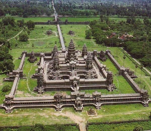 कंबोडिया स्थित हिंदू मंदिर - Divya Marathi