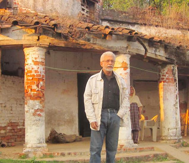 उत्तरप्रदेशच्या बाराबंकीमध्ये येथे नसीर यांचे वडिलोपार्जित घर आहे. - Divya Marathi
