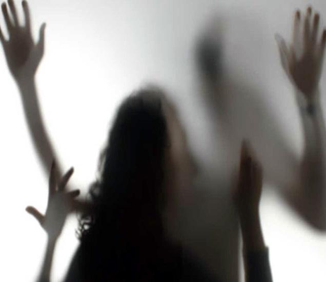 13 वर्षांच्या मुलीवर सख्ख्या बापानेच अनेक दिवस बलात्कार केला. - Divya Marathi