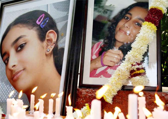 हायकोर्टाने म्हटले आहे की, CBI हे सिध्द करण्यात अपयशी ठरली की तलवार दाम्पत्याने पुरावे नष्ट केले. (संग्रहित फोटो) - Divya Marathi